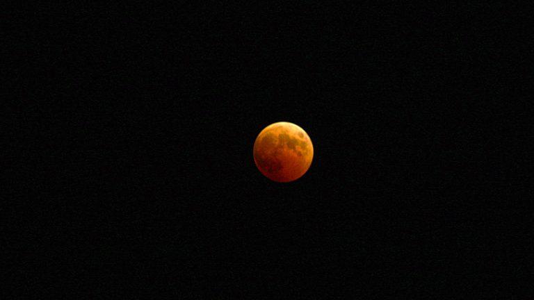 Как сфотографировать полное лунное затмение