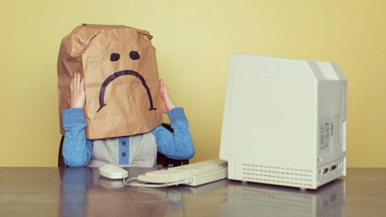 Как сообщить о злоупотреблениях в социальных сетях