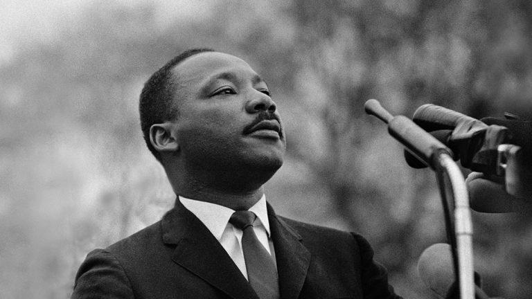 Как смотреть или слушать выступления доктора Мартина Лютера Кинга в Интернете