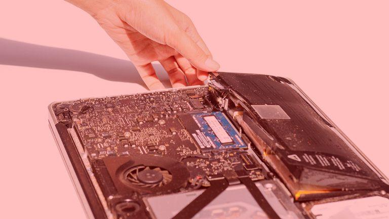 Помогите, у меня вздулась батарея ноутбука!  Что теперь?
